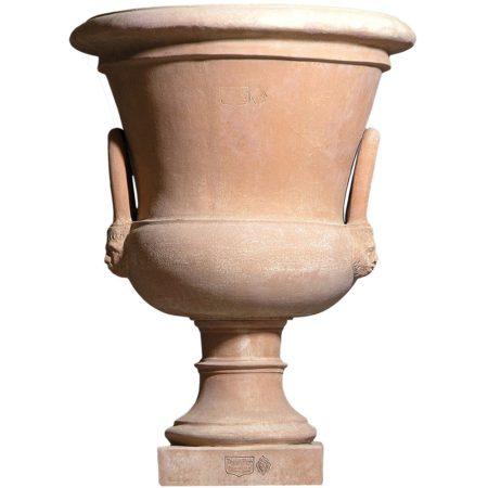 Alzata a campana con manici. Impreziosisce l'arredo e contemporaneamente è adatto per essere piantato. Realizzato a mano da maestri artigiani con argilla di Impruneta, resistente al gelo.