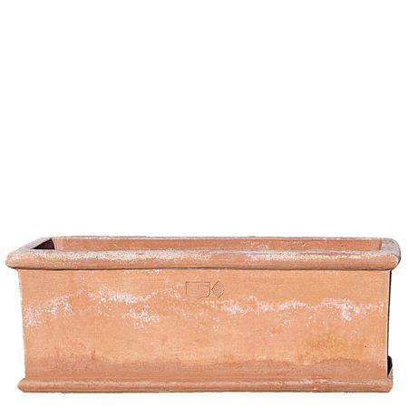 Cassetta orlo tondo liscia. Cassetta da fiori disponibile in varie dimensioni. La buona traspirabilità della terracotta e l'isolamento termico, danno ottima salute alle radici e alle piante. Adatte per impieghi singoli, composizioni e per creare divisori. Realizzato a mano da maestri artigiani con argilla di Impruneta, resistente al gelo.