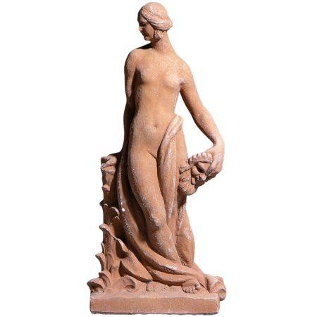 Donna con maschera. Statua realizzata in alto rilievo. Fatta a mano da maestri artigiani con argilla di Impruneta, resistente al gelo.