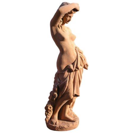 Aurora. Statua classica. Realizzato in unica dimensione. Modellazione realizzata in alto rilievo. Realizzato a mano da maestri artigiani con argilla di Impruneta, resistente al gelo.