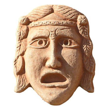 """Maschera greca """"la tragedia"""". Pannello decorativo provvisto di fori per appendere. Realizzato in unica dimensione. Modellazione realizzata in alto rilievo. Fatto a mano da maestri artigiani con argilla di Impruneta, resistente al gelo."""
