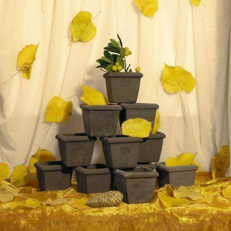 Didorlo (set n.10 pz./pcs./stk.). iImpreziosisce l'arredo e contemporaneamente è adatto per essere piantato. Realizzato a mano da maestri artigiani con argilla di Impruneta, resistente al gelo.